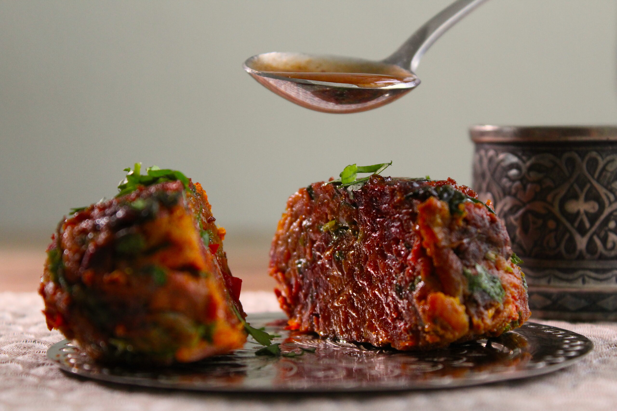 Spicy beetroot cakes