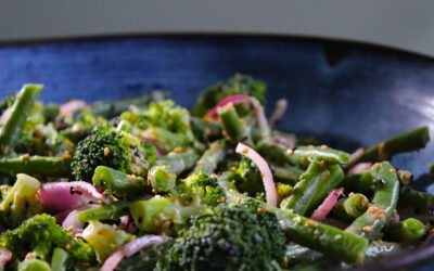 Broccoli salad with sweet tahin dressing