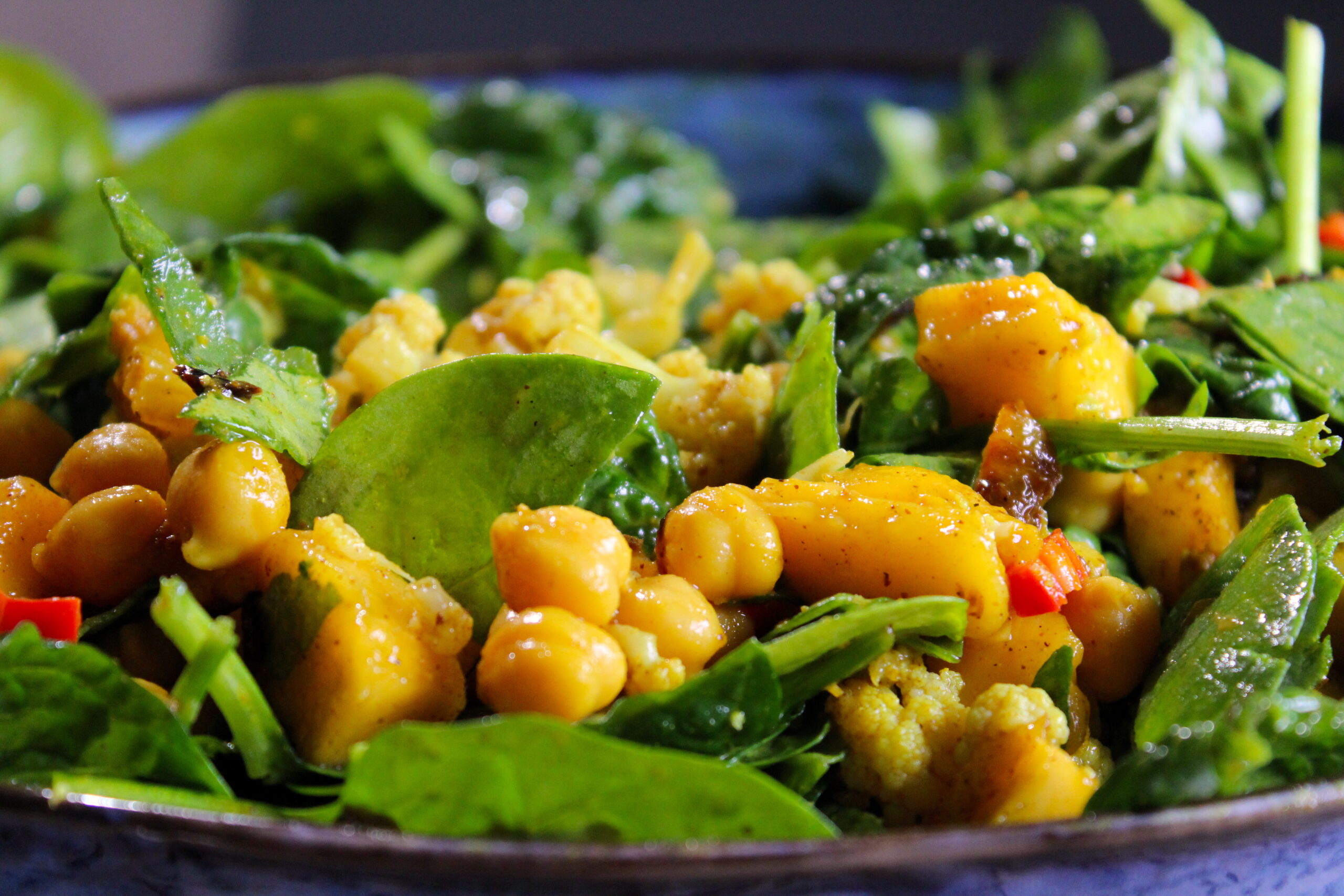 Mango spinach curry salad