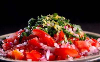 Salade van tomaat en munt