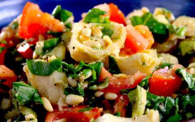 Salade met artisjok, avocado en tomaat