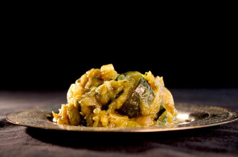 Courgette, uien, knoflook en munt