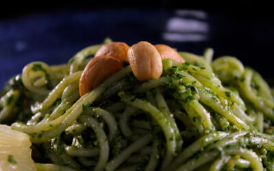 Spaghetti with kale pesto and cashew nuts