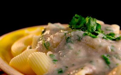 Pasta con salsa di cipole
