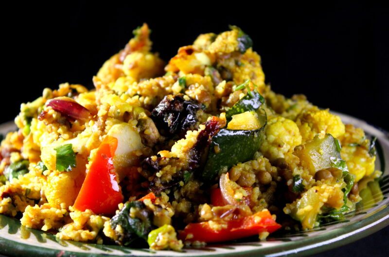 Bulgur pilav with cauliflower and apricots