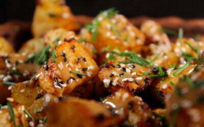 Harissa aardappels met een tahin/sojasaus