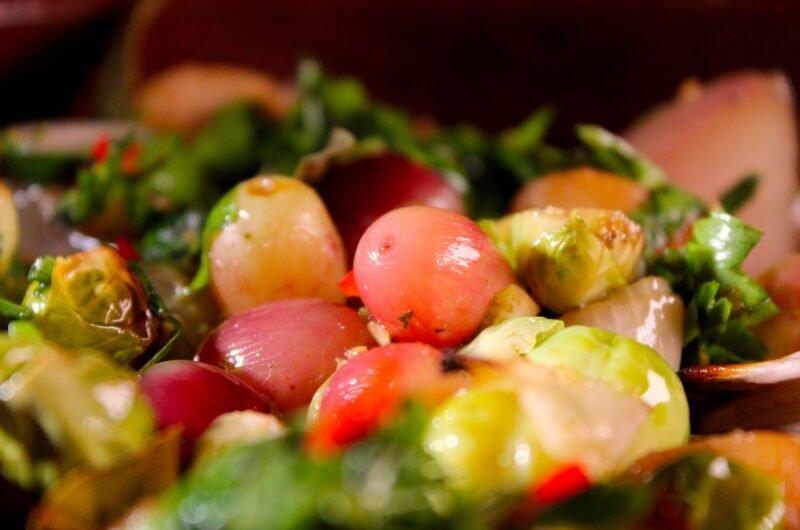Spruitjes met rode druiven en sherry