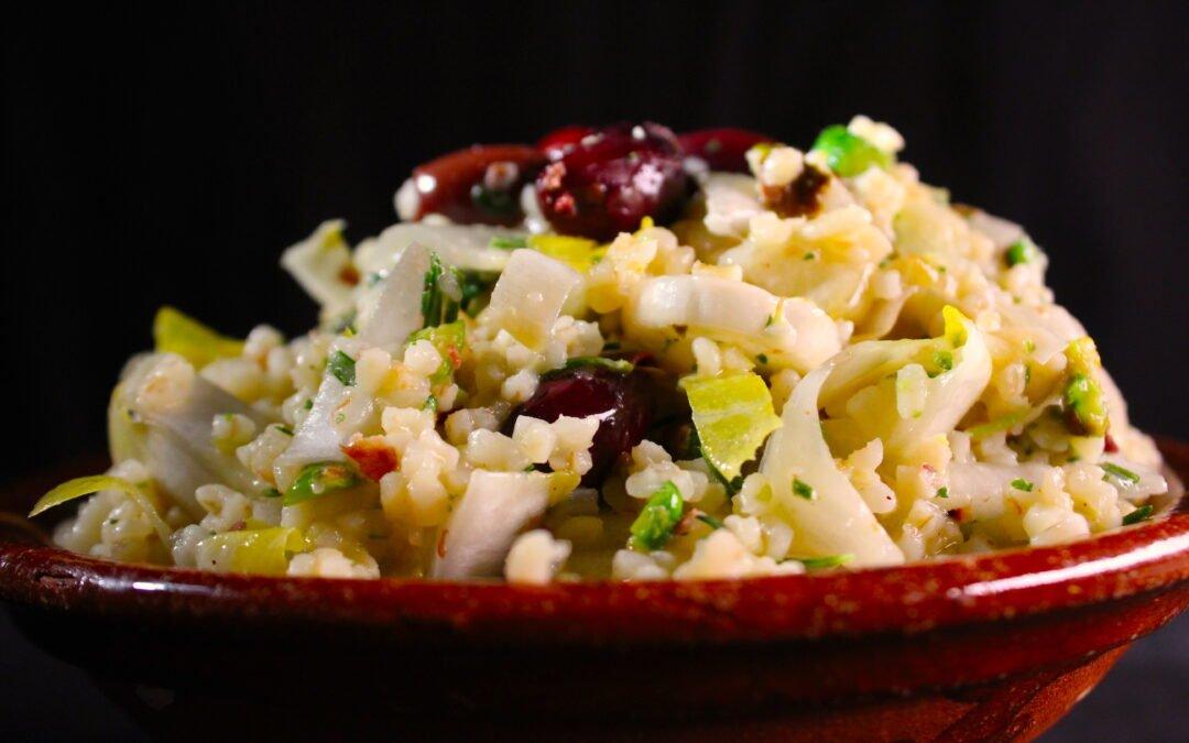 Bulgur witlofsalade met kalamata-olijven en pistache
