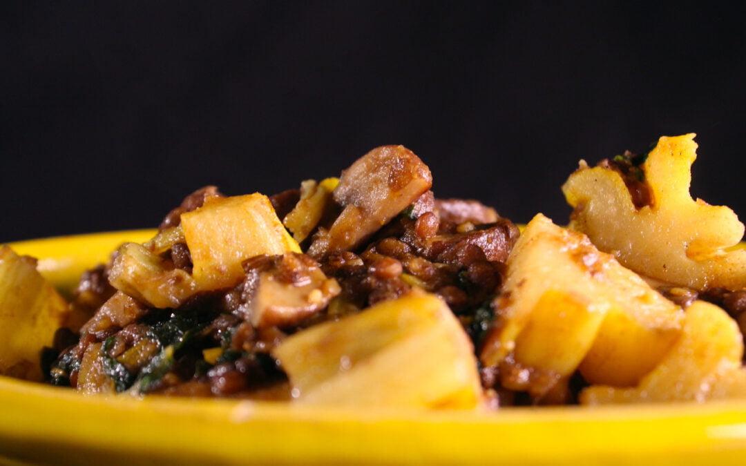 Snijbiet met linzen, champignons en aardappel