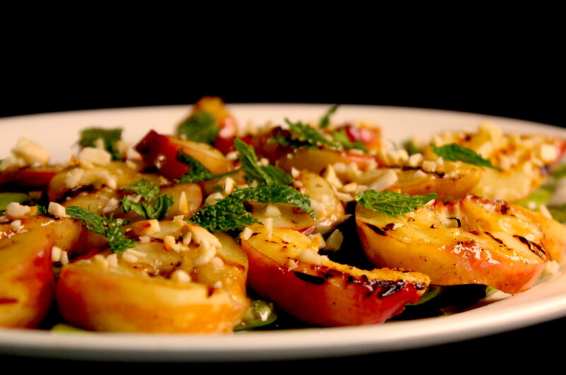 Grilled peach salad with string beans