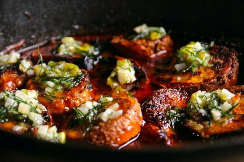 Zoete aardappel in tomaten-limoensaus en kardemom